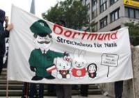 Azzoncao-Transparent: Dortmund, ein Streichelzoo für Nazis