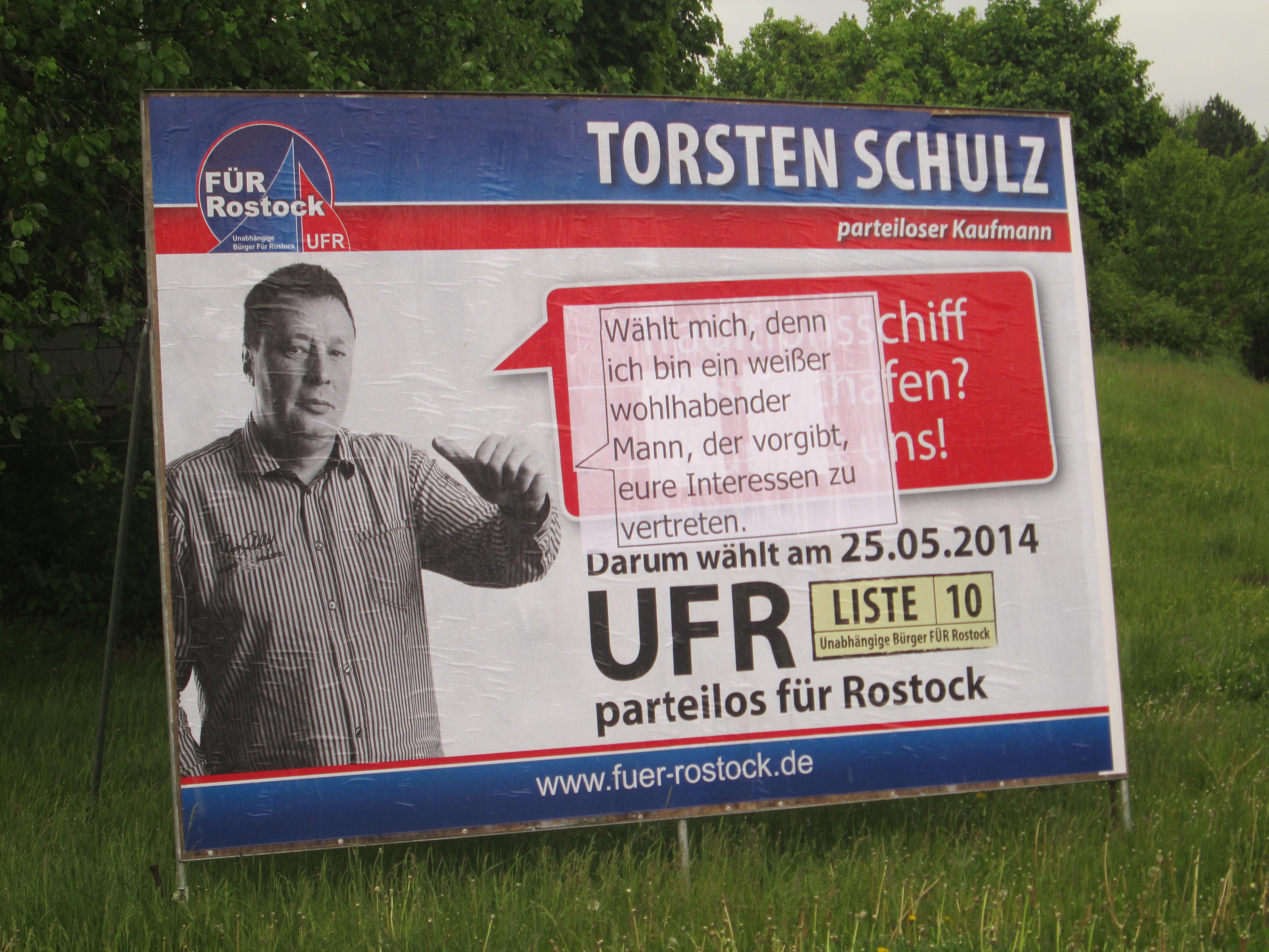 Verändertes Wahlplakat in Rostock 2014