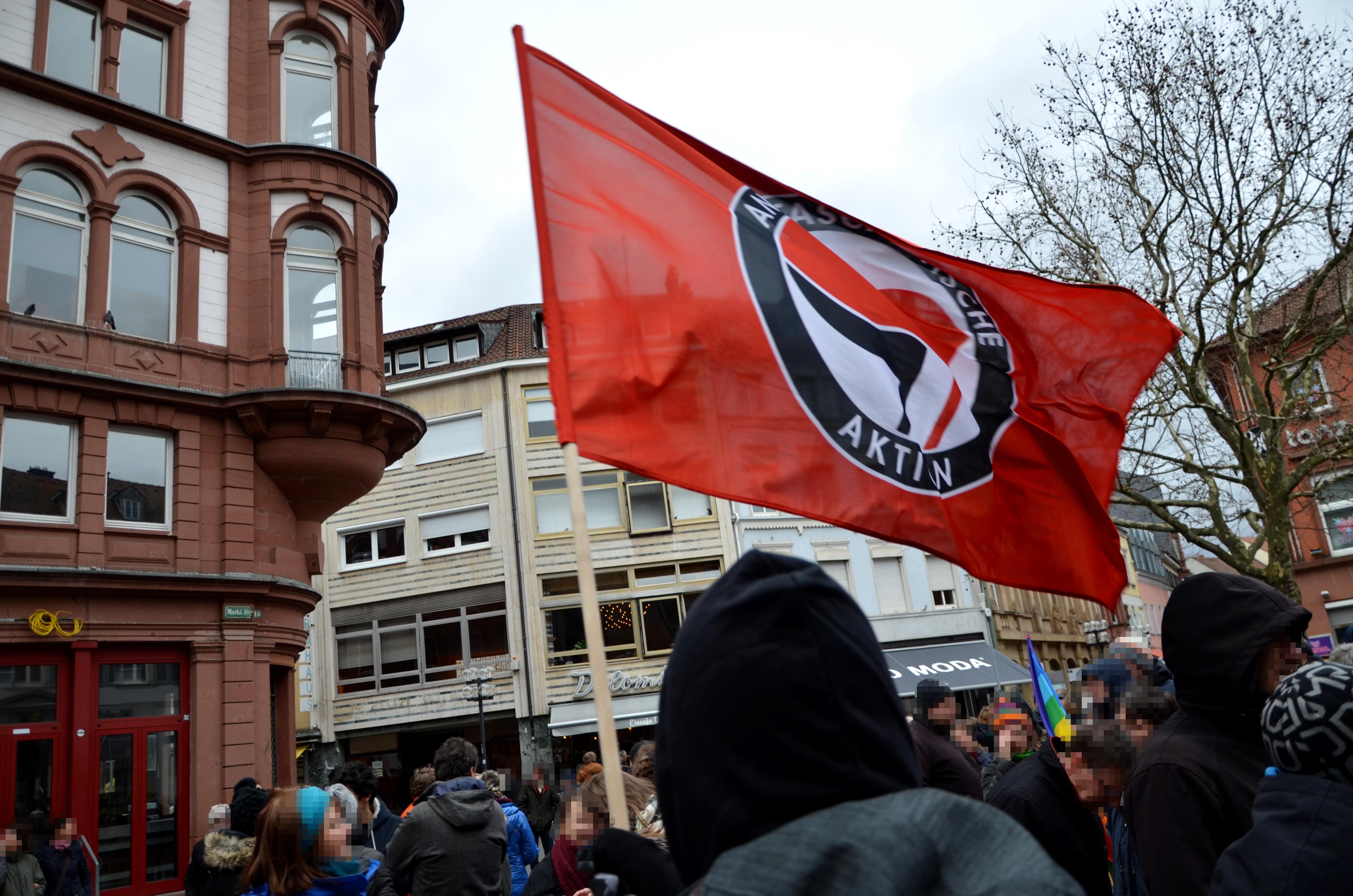 Antifaschistische Kundgebung an der Stiftskirche