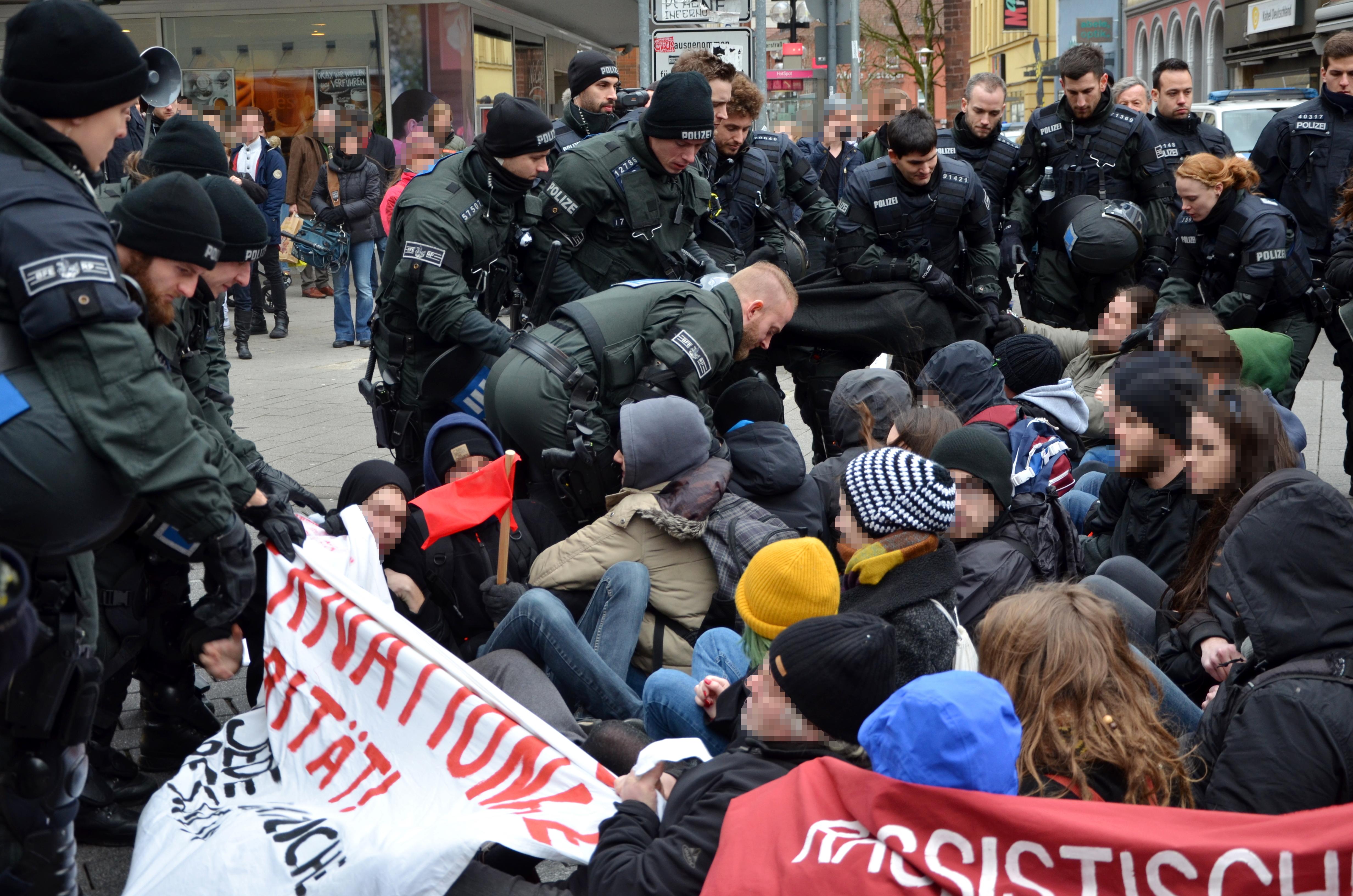 Räumung der Blockade in der Schneiderstraße