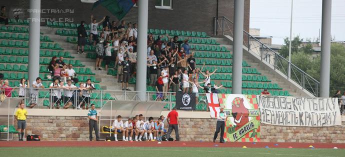 Fans des FC Karelien-Discovery Petrozavodks kurz vorm Angriff © Linksunten Indymedia