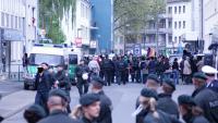 Tumult und Abführung eines Gegendemonstranten