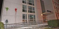 Auf das Jobcenter in Wedding wurde ein Farbbeutel-Anschlag verübt  Foto: Spreepicture
