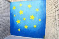 Der Hof des Untersuchungsgefängnis Pankrác. Farbe und Zahl der Sterne erinnern verdächtig an irgendwas…