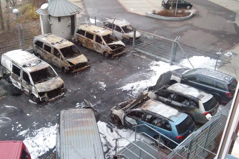 In der Übersicht wird das ganze Ausmaß des Brandanschlags sichtbar. Es entstand laut Zoll mindestens 200.000 Euro Schaden.