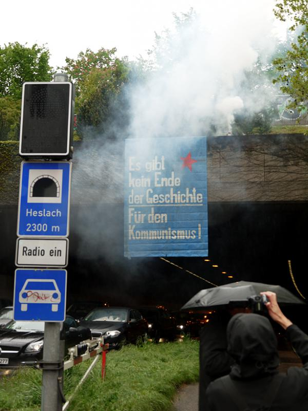 Stuttgart: Transpi-Aktion am Rande der revolutionären Demo